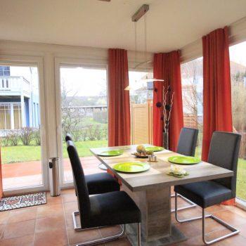 Ferienwohnung Leuchtturm - Blick vom Eßbereich auf die Terrasse