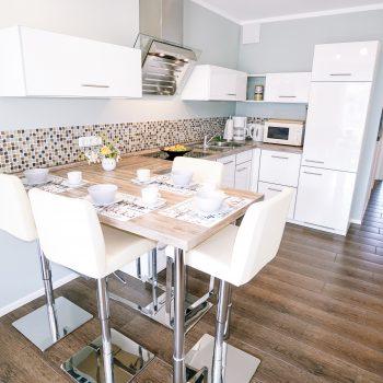 Ferienwohnung Meeresglück - Küchenzeile mit Essbereich